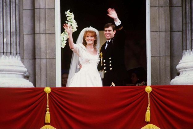 Sarah et Andrew au balcon de Buckingham, après leur mariage en 1986.