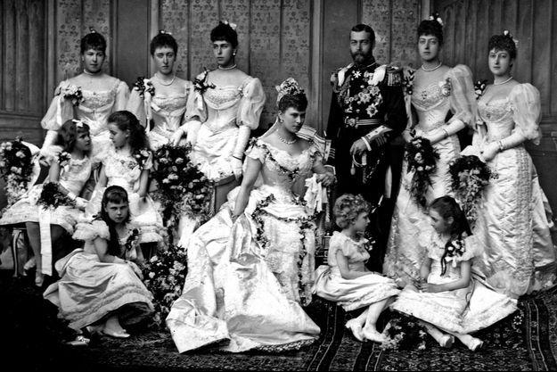 Photo du mariage du prince George d'Angleterre (futur roi George V) et de la princesse Mary de Teck à Buckingham Palace à Londres le 6 juillet 1893