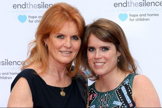 Sarah Ferguson et sa fille Eugenie, en 2017.