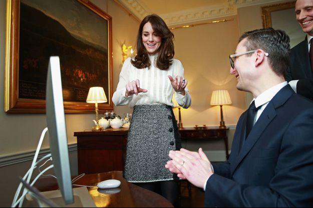 La duchesse Catherine de Cambridge avec l'équipe du Huffington Post, à Kensington Palace
