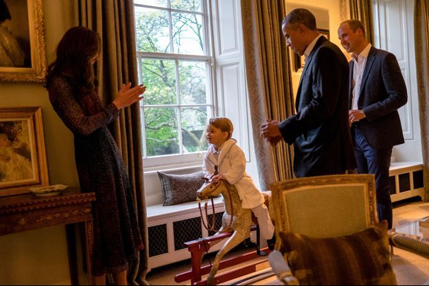 Le prince George avec ses parents et Barack Obama à Kensington Palace à Londres, le 22 avril 2016