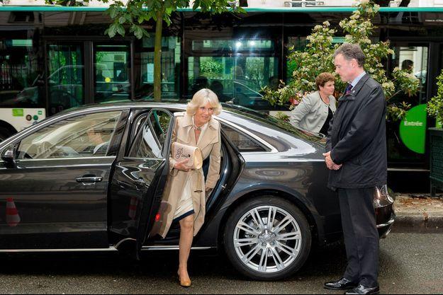 Camilla arrive chez Dior, mardi.