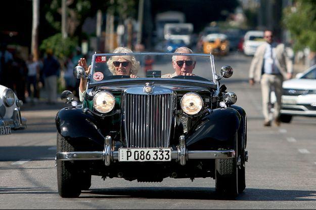A bord d'une MG TD datant de 1953, le véhicule idéal pour visiter une foire de voitures anciennes à La Havane, le 26 mars.