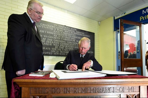 Le prince Charles commémore le 50e anniversaire de la catastrophe d'Aberfan, le 21 octobre 2016