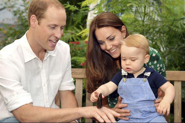 Kate, William et Baby George pour le premier anniversaire du petit prince.
