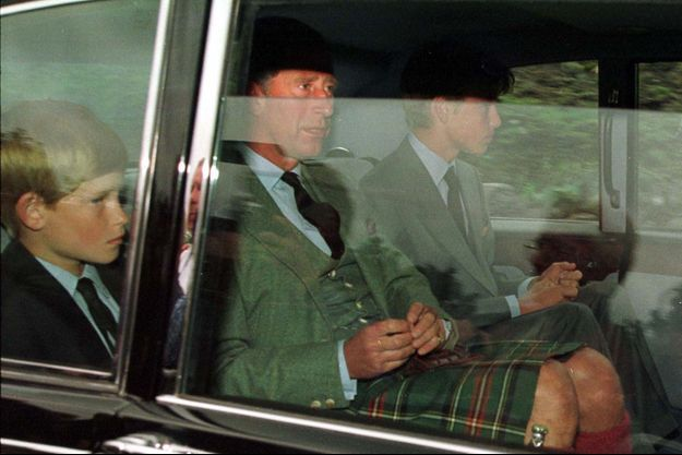 Le prince Harry, le prince Charles, le prince William à Balmoral, le 31 août 1997.