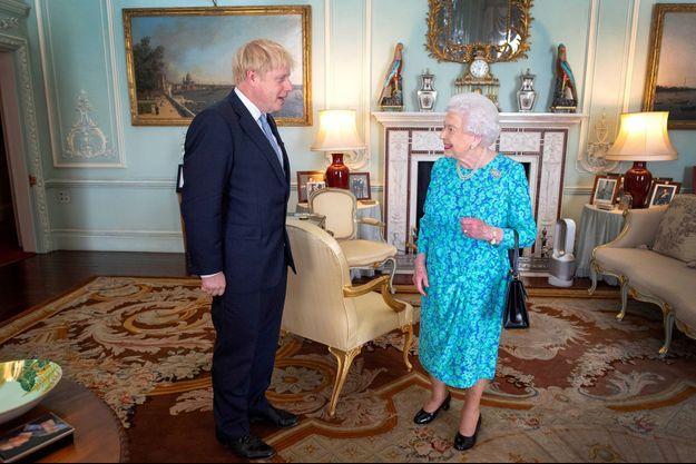 La reine Elizabeth II a reçu en audience Boris Johnson au Buckingham Palace à Londres, le 24 juillet 2019