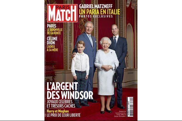 Elizabeth II et les héritiers du trône, Charles, William et George, à Buckingham.