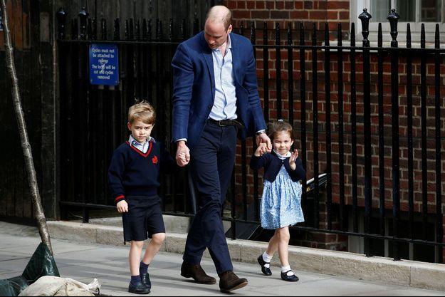 Le prince William avec ses enfants George et Charlotte