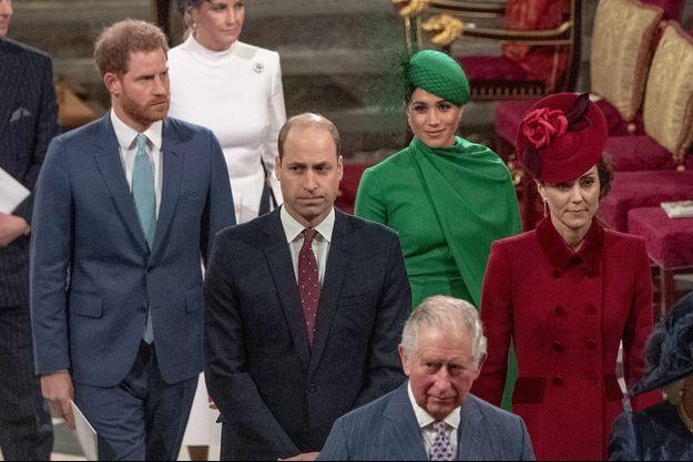 Les Sussex avec la famille royale en mars 2020