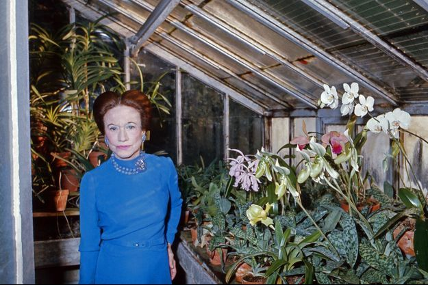 Wallis Simpson, duchesse de Windsor, dans la serre de son hôtel particulier à Paris en 1974