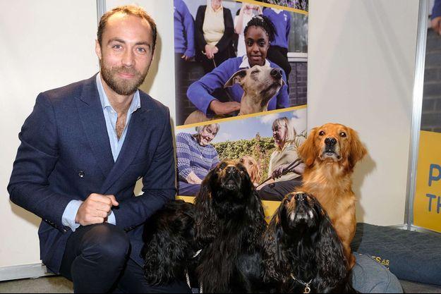 James Middleton et ses chiens lors d'un événement à Birmingham le 8 mars 2020