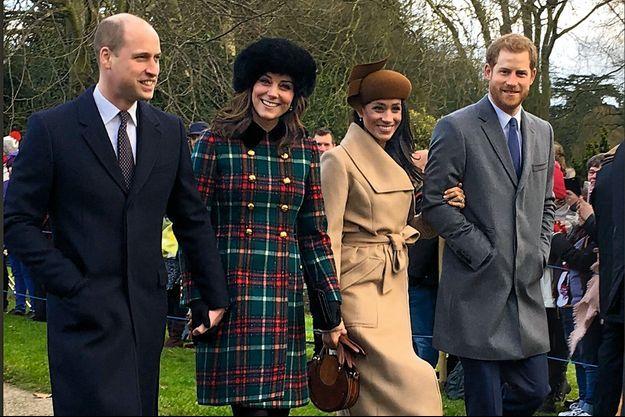 The Fab Four de la Couronne : le duc et la duchesse de Cambridge aux côtés des fiancés Meghan et Harry, le 25 décembre, pour la messe de Noël à Sandringham.