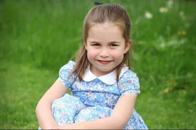 Charlotte de Cambridge pose pour ses 4 ans