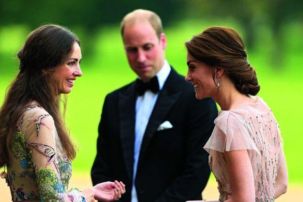 Face à William, Kate et Rose Hanbury, la marquise de Cholmondeley, que la duchesse aurait appelée sa « rivale de la campagne », dans le Norfolk, le 22 juin 2016.
