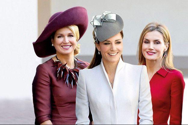 Sur ce photomontage, Maxima, reine consort des Pays-Bas et Letizia, reine d'Espagne, le 15 octobre à La Haye (Pays-Bas). Au centre, Kate, duchesse de Cambridge, en avril, à Sydney (Australie).