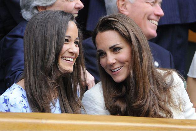 Pippa et Kate Middleton complices, à Wimbledon, en 2012