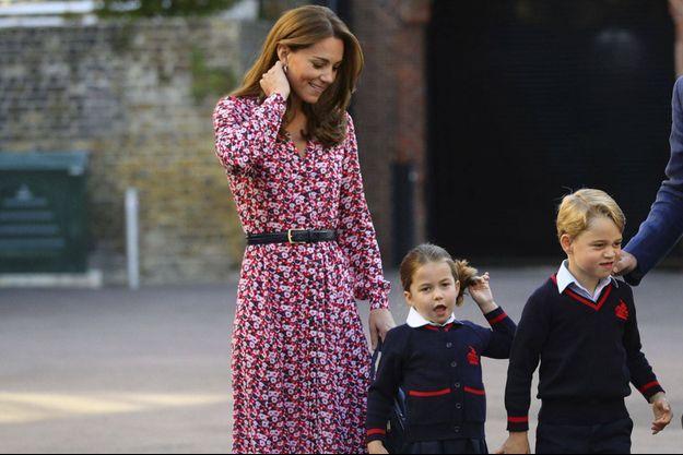Kate Middleton avec le prince George et la princesse Charlotte le 5 septembre 2019 à Londres.