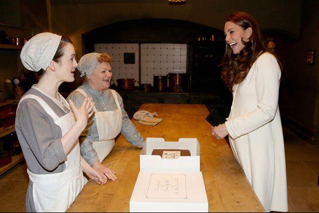 La duchesse de Cambridge, née Kate Middleton, en visite jeudi sur le plateau de la série Downton Abbey.