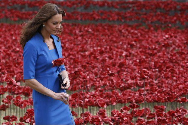 La duchesse de Cambridge, née Kate Middleton, lors de sa dernière apparition publique le 5 août dernier, à l'inauguration de la sculpture de coquelicots à la Tour de Londres.