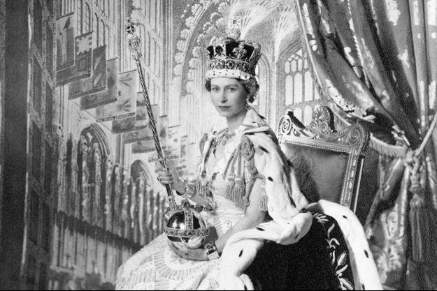 Portrait de la reine Elizabeth II après son couronnement le 2 juin 1953
