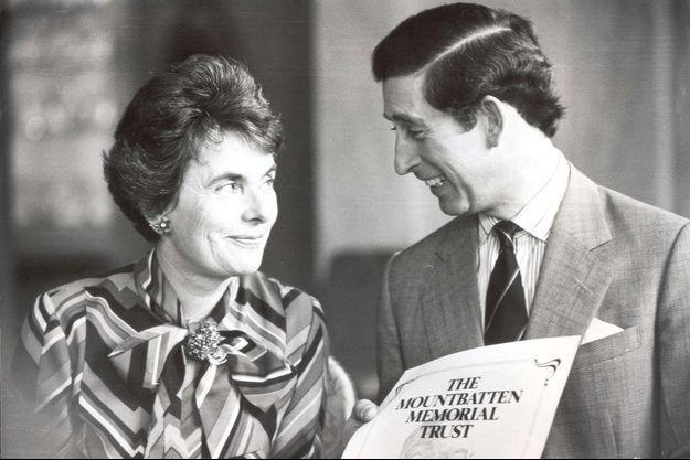 La comtesse Patricia Mountbatten of Burma avec son filleul le prince Charles le 26 mars 1980