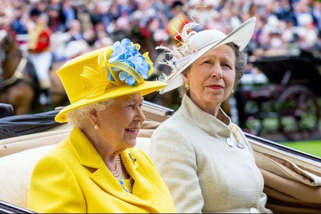 La princesse Anne avec sa mère la reine Elizabeth II à Ascot, le 19 juin 2018