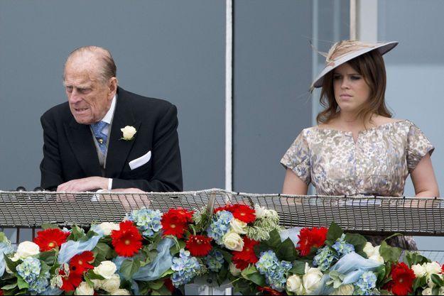La princesse Eugenie d'York et son grand-père le prince Philip à Epsom, le 1er juin 2013