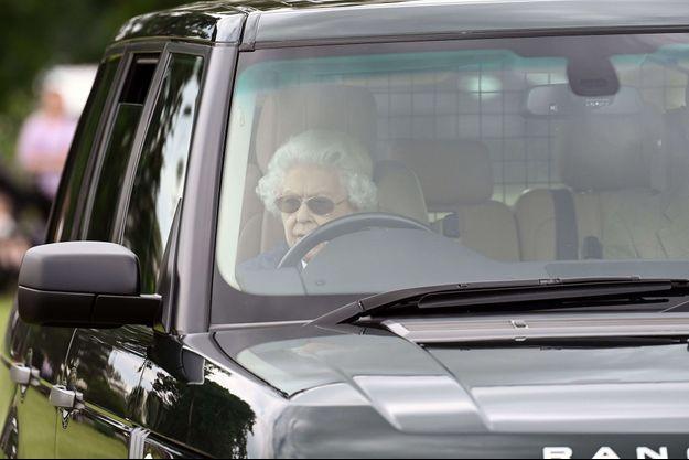 La reine au volant de sa Range Rover au Royal Windsor Horse Show en juillet 2021