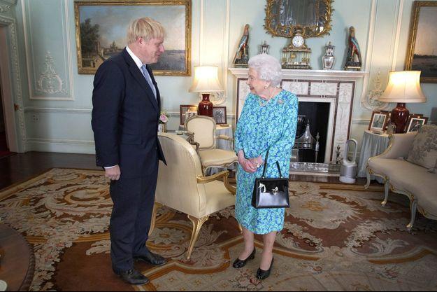La reine Elizabeth II reçoit en audience Boris Johnson le 24 juillet 2019 et l'invite à former un gouvernement