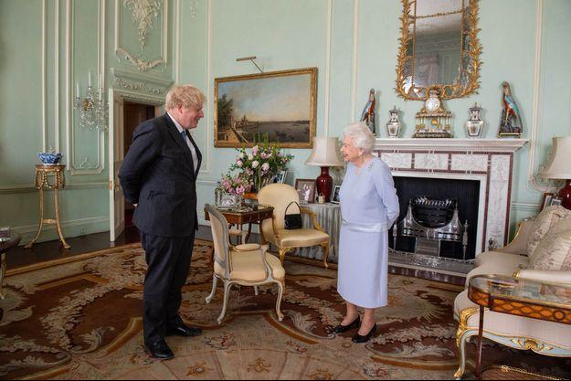 La reine Elizabeth II et Boris Johnson à Buckingham Palace, le 23 juin 2021