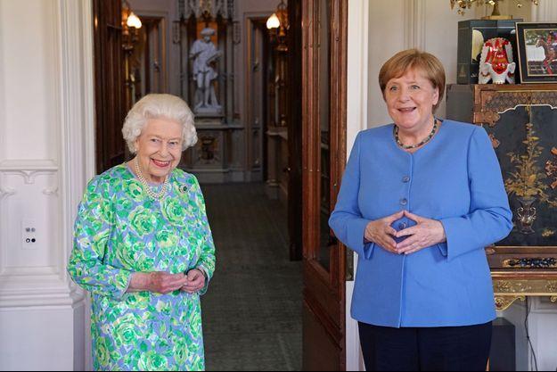 La reine Elizabeth II avec Angela Merkel au château de Windsor, le 2 juillet 2021