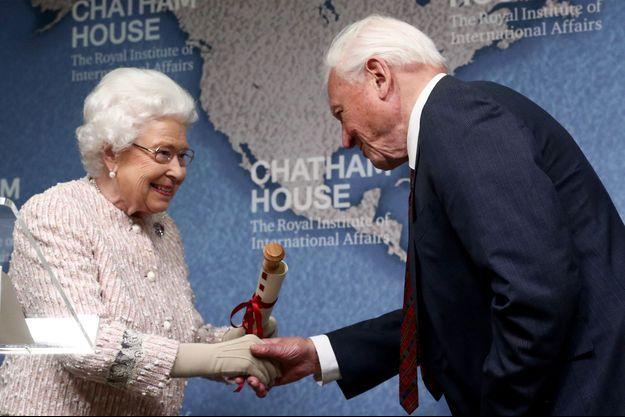 La reine Elizabeth II avec Sir David Attenborough à Londres, le 20 novembre 2019