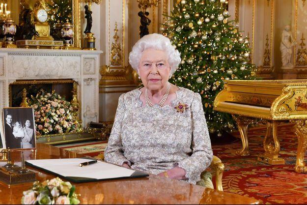 La reine Elizabeth II lors de l'enregistrement de son message de Noël 2018 au château de Windsor
