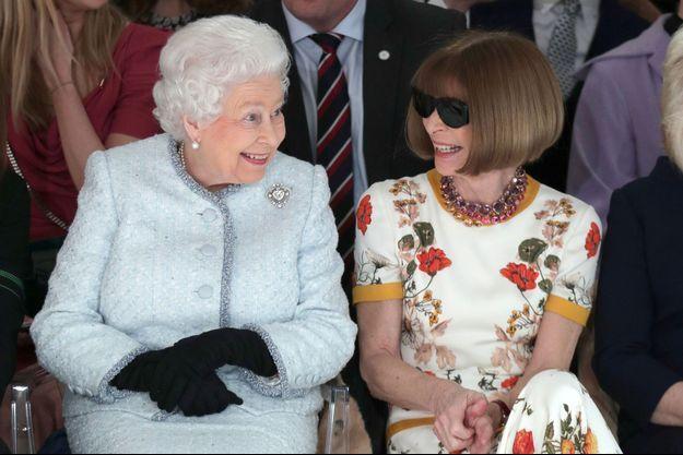 La reine Elizabeth II et Anna Wintour à la Fashion Week de Londres, le 20 février 2018