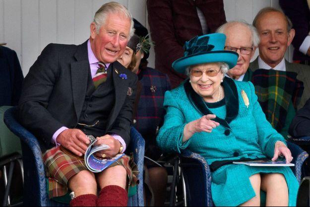 La reine Eliizabeth II avec le prince Charles au Highland Braemar Gathering, le 1er septembre 2018