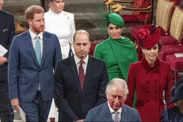Harry, Meghan, William et Kate derrière le prince Charles lors de la journée du Commonwealth le 9 mars 2020