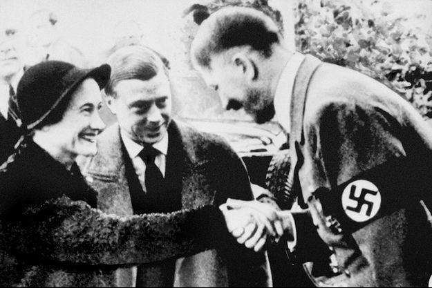 Edward, duc de Windsor, et Wallis Simpson avec Adolf Hitler en 1937.