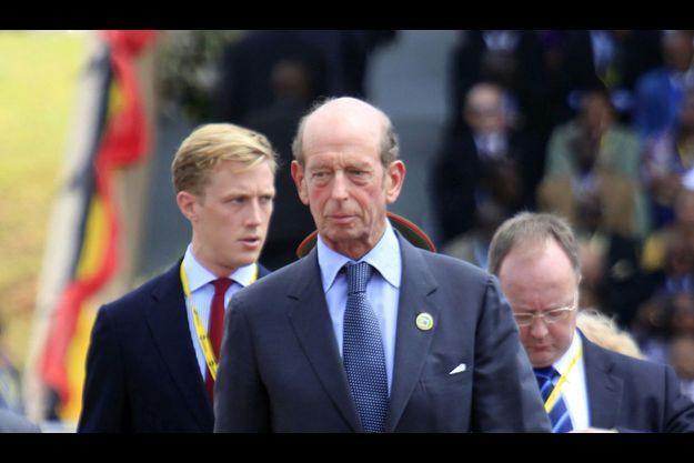 Buckingham Palace a déclaré lundi que le Duc de Kent a été admis à l'hôpital suite à «une légère attaque».