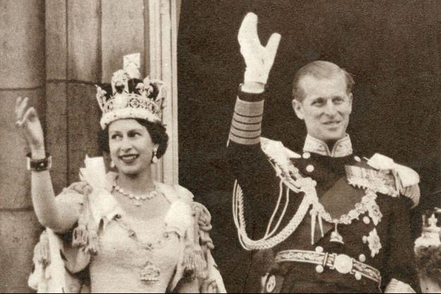 La reine Elizabeth II le 2 juin 1953, jour de son couronnement, avec son mari le prince Philip