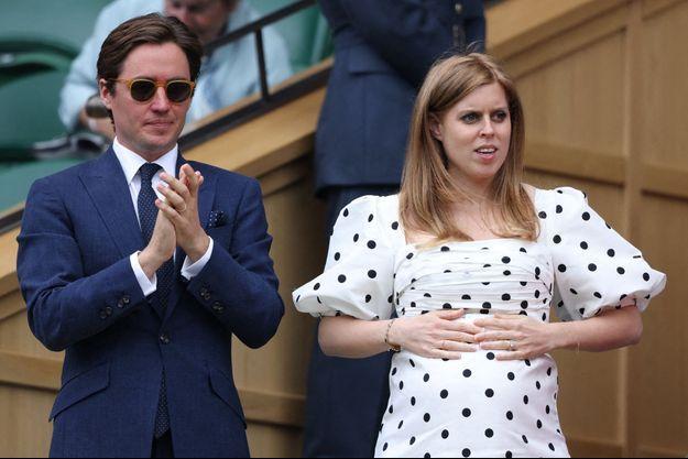 La princesse Beatrice d'York, avant son accouchement, avec son mari Edoardo Mapelli Mozzi à Londres, le 8 juillet 2021