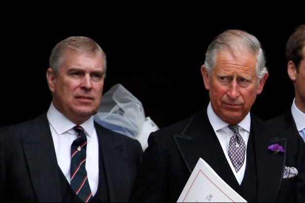 Le prince Andrew et le prince Charles, lors de la cérémonie religieuse du Jubilé de Diamant de la reine en 2012.