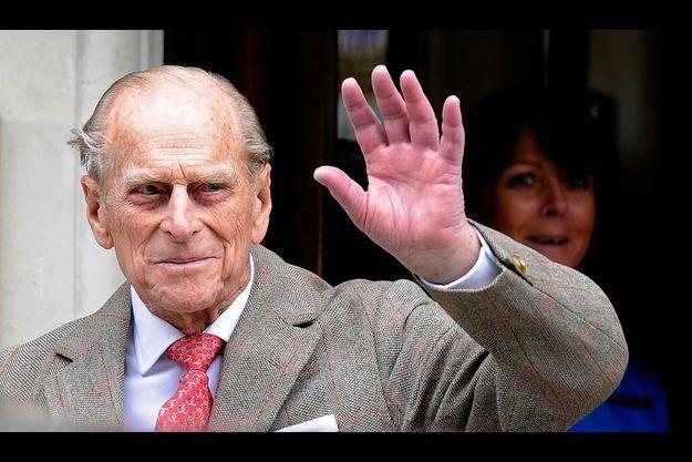 Le prince Philip, quittant l'hôpital samedi 9 juin