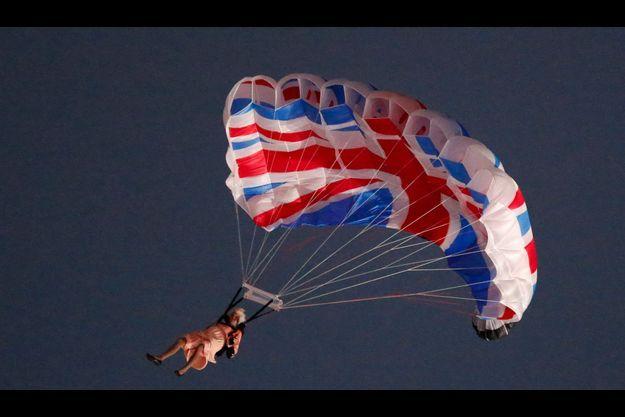 Le saut en parachute de la reine.