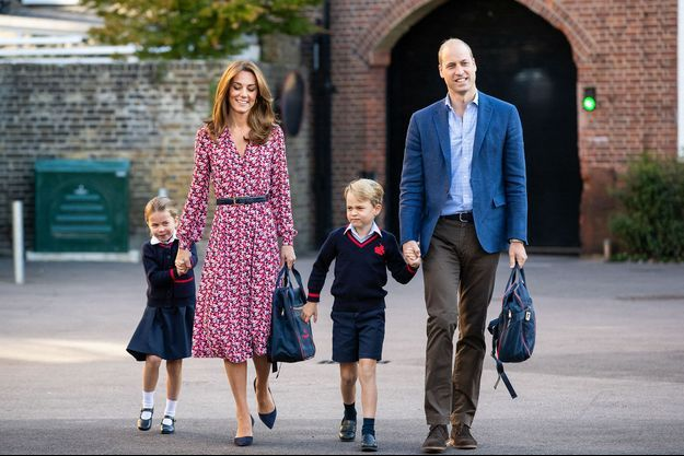 Kate and William et leurs enfants George et Charlotte en septembre à l'école Thomas's Battersea à Londres.