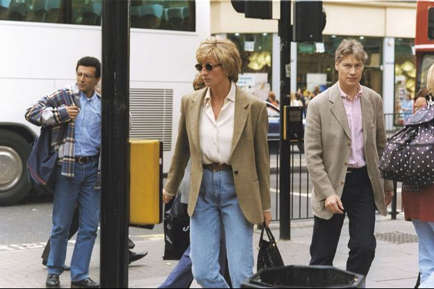 "Diana et richard Kay, à Londres, en 1996. Le journaliste du ""Daily Mail"" était devenu l'ami de la princesse."