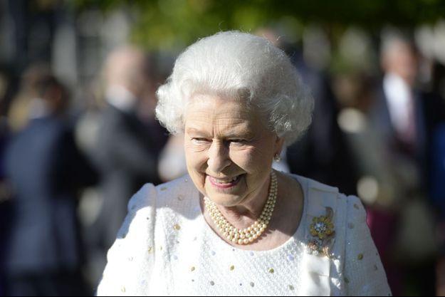 La reine Elizabeth lors de la garden party, jeudi à la résidence de l'ambassadeur britannique à Paris.