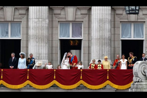 Le fameux baiser au balcon de Buckingham Palace.