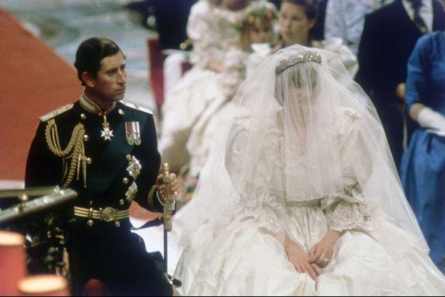 Charles et Diana durant la cérémonie de mariage.