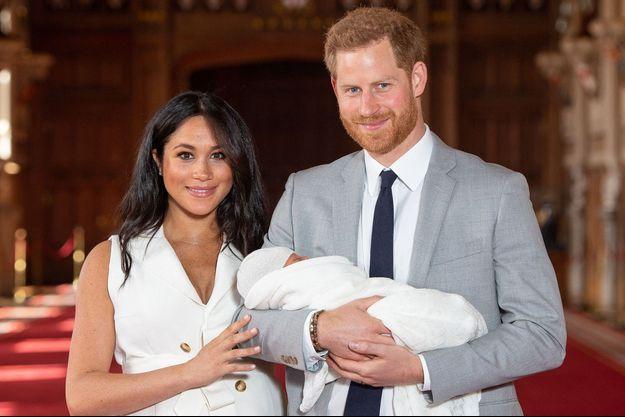 Meghan et Harry de Sussex avec leur fils Archie quelques heures après sa naissance en mai 2019